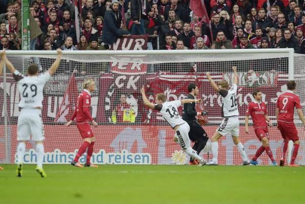 Kaiserslautern-St. Pauli 1-2 b
