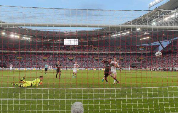Stoccarda-St.Pauli 2-1 b